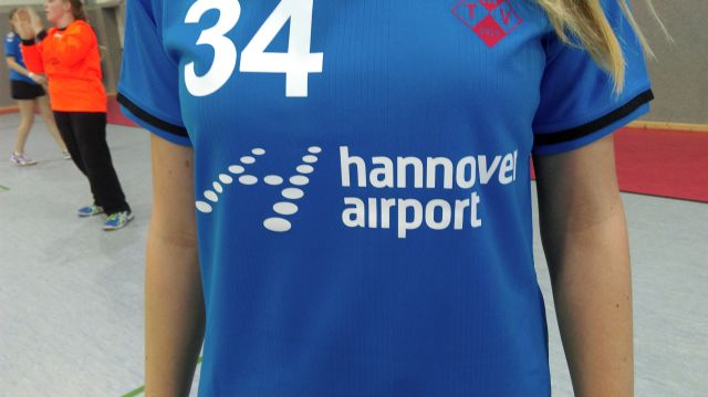 neues Trikot wJugend Hannover Airport